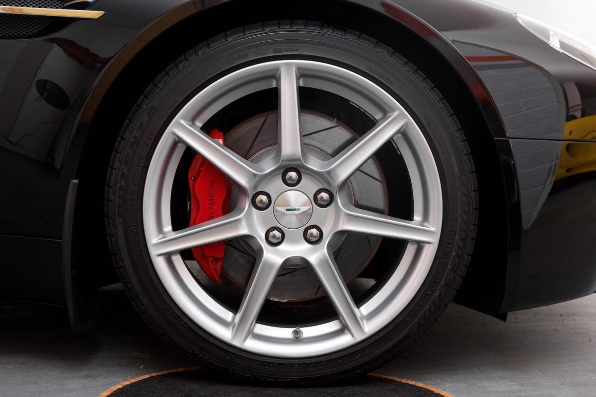 Aston Martin Vantage V8 Wheel