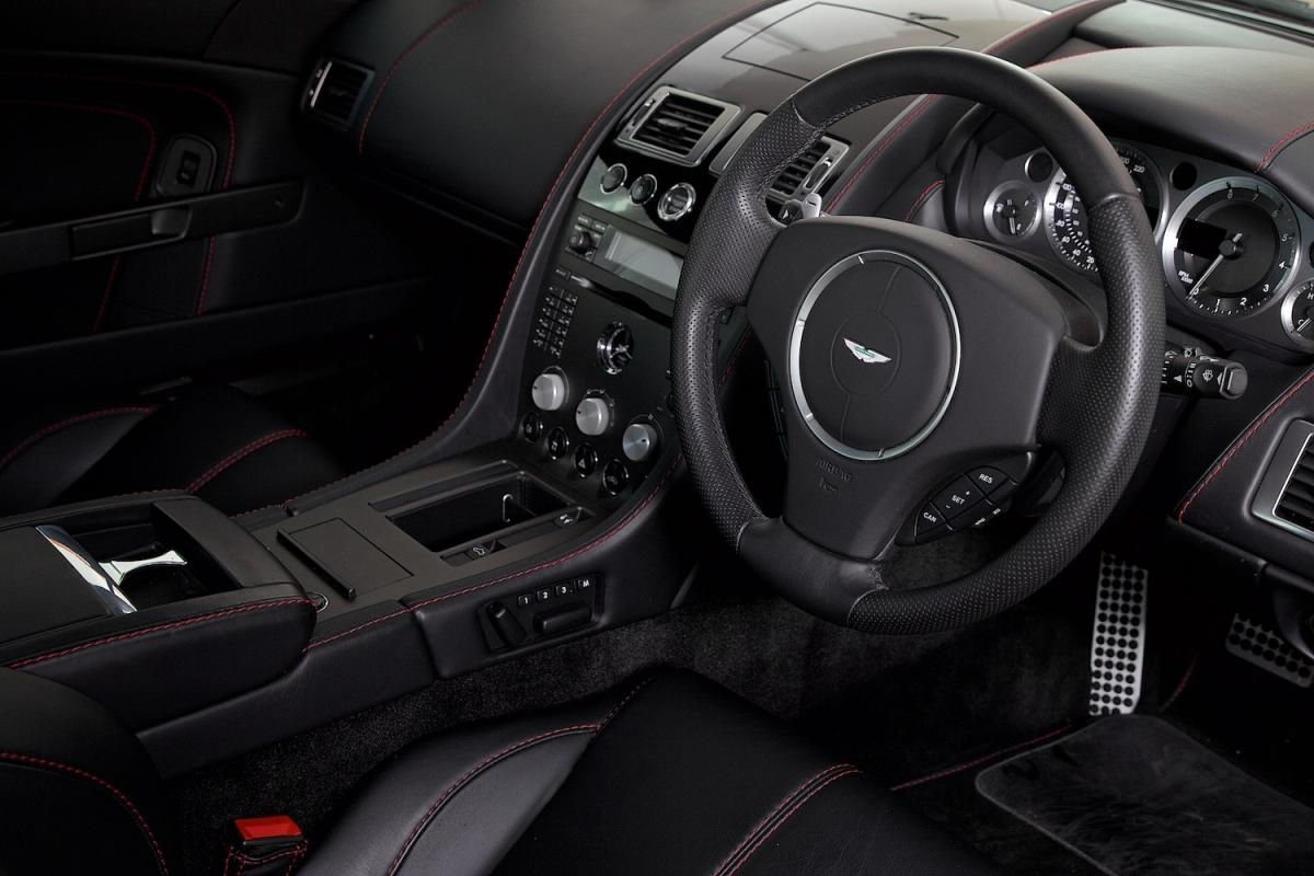 Aston Martin Vantage V8 Obsidian Black Interior
